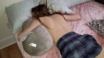 Мужик засадил спящей соседке в жопу свой твердый член
