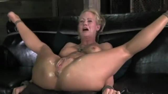 Женамилфа трахается в БДСМ межрасовом порно со своим мужем негром будучи связанной